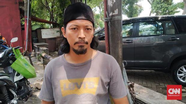Penjual bensin di bilangan Kalibata, Jakarta Selatan, Duta (37) setuju dengan RUU Minuman Beralkohol. Menurutnya, minuman keras jelas merusak tubuh sehingga perlu ada pelarangan yang lebih tegas.