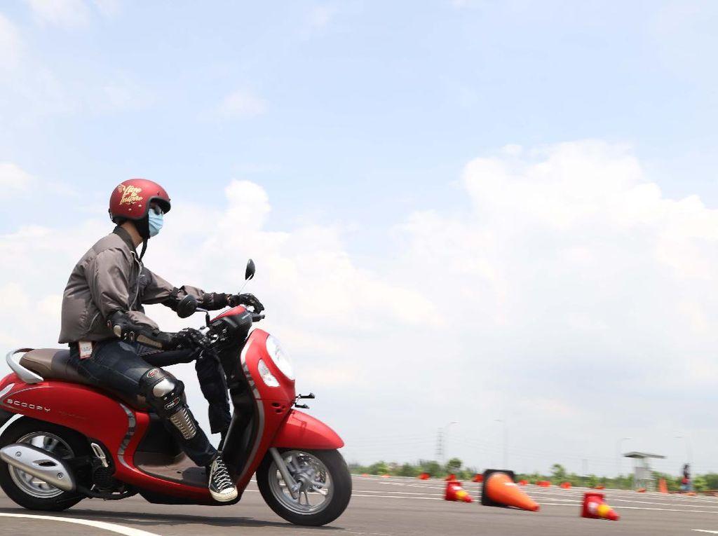 Uji Honda Scoopy Pakai Rangka Baru, Lebih Lincah di Jalan Macet