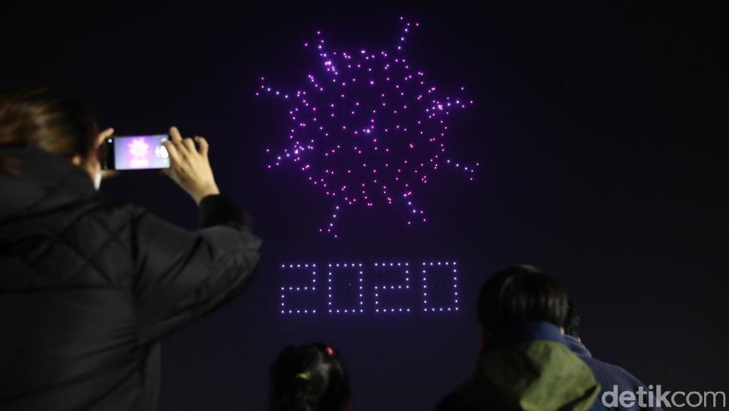 Atraksi Ratusan Drone Ajak Warga Lawan Corona di Korsel