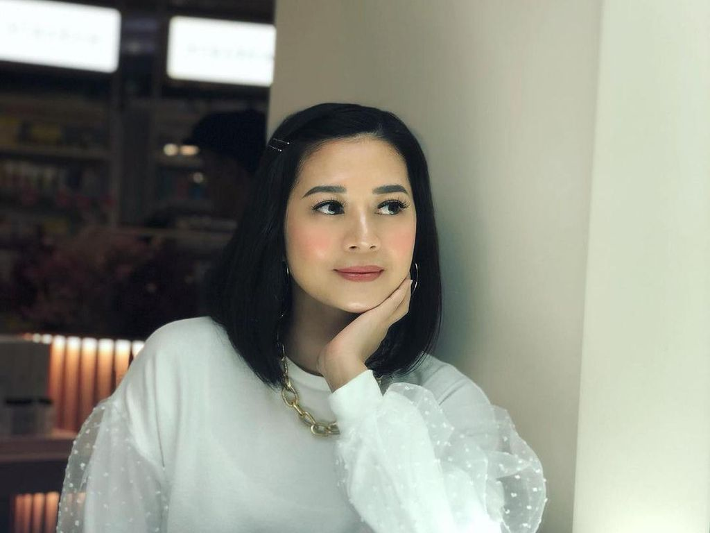 Foto: Beauty Influencer Heny Harun Ultah ke-46, Wajah Mudanya Disebut Vampire