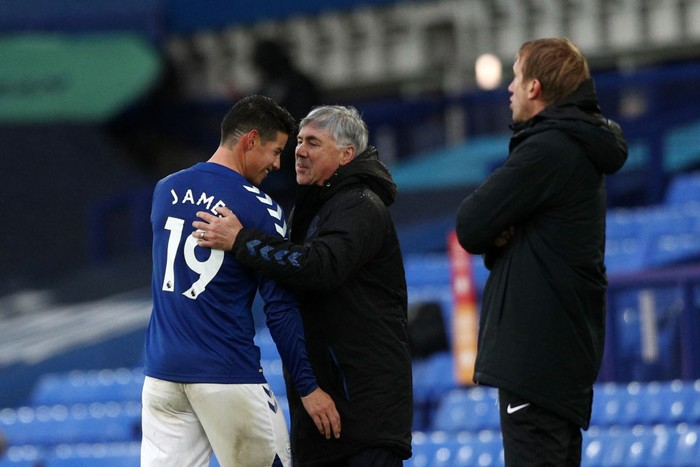LIVERPOOL, ENGLAND - OCTOBER 03: Carlo Ancelotti, Manager of Everton talks to James Rodriguez of Everton during the Premier League match between Everton and Brighton & Hove Albion at Goodison Park on October 03, 2020 in Liverpool, England. Sporting stadiums around the UK remain under strict restrictions due to the Coronavirus Pandemic as Government social distancing laws prohibit fans inside venues resulting in games being played behind closed doors. (Photo by Jan Kruger/Getty Images)