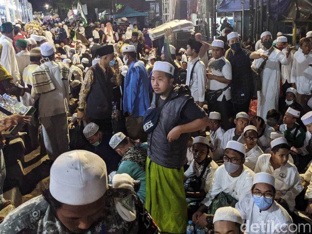 5 Kerumunan Heboh Saat Pandemi, McD Sarinah hingga Hajatan Habib Rizieq