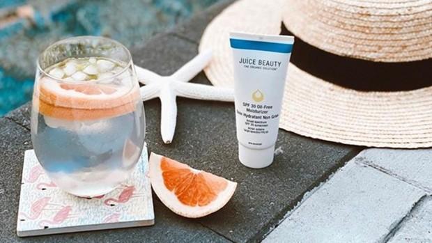 Juice Beauty SPF 30 Oil-Free Moisturizer adalah tabir surya natural dan cruelty-free