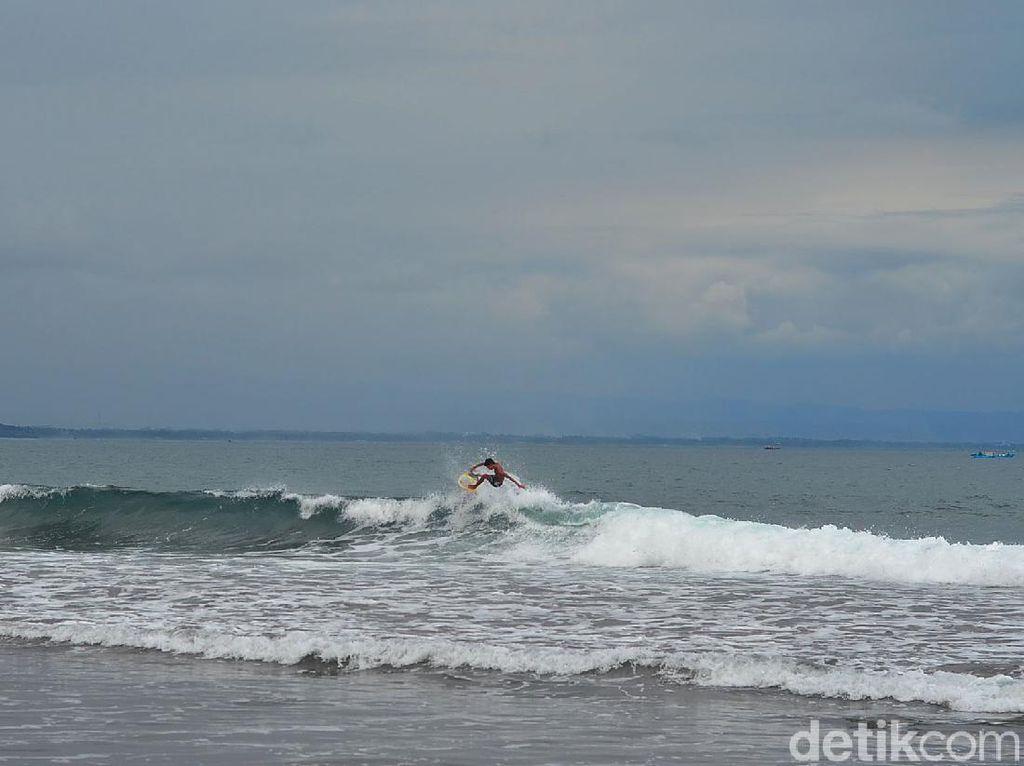 Potret Indahnya Pantai Batukaras di Pangandaran