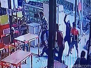 Jabar Hari Ini: 5 Brutal Pria Bacok Warga Bandung-Kematian Tragis Bayi di Bogor