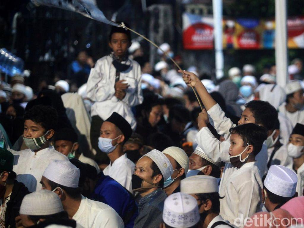 Habib Rizieq Bikin Kerumunan Massa Berujung Pencopotan 2 Kapolda