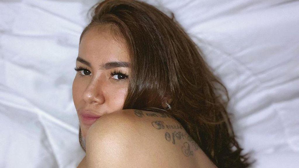 Potret Kartika Wijaksana, Istri Uus yang Tubuhnya Penuh Tato