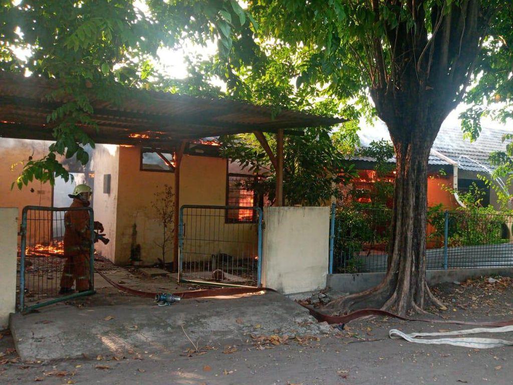 Diduga Korsleting, Rumah Dinas Pegawai Jasa Marga Terbakar
