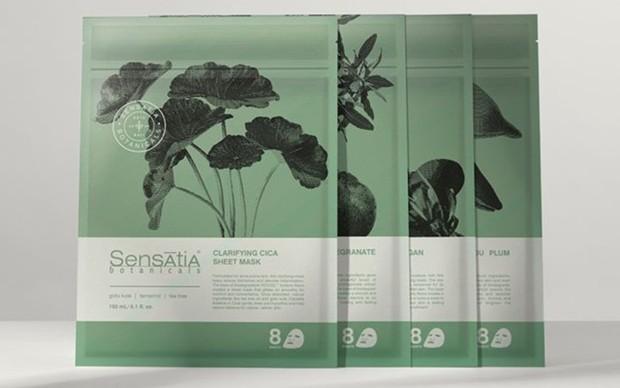 Sensatia Botanicals Clarifying Cica Sheet Mask adalah masker wajah organik membantu mengurangi penampakan jerawat dan meredakan kemerahan pada kulit