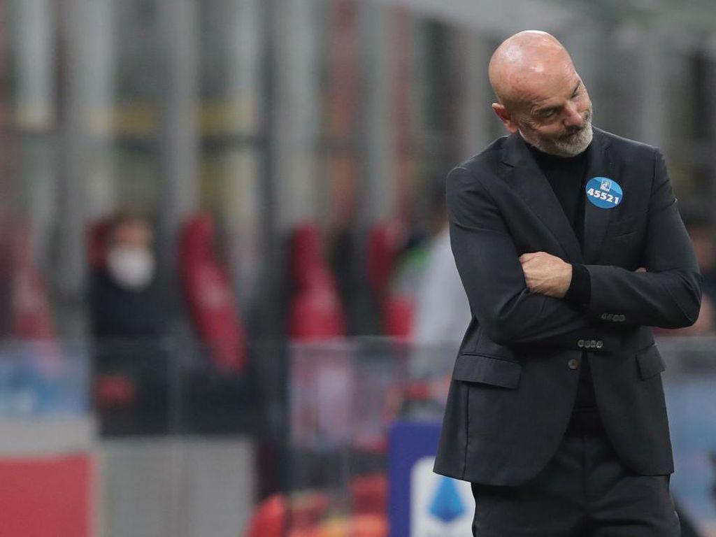 Milan Tinggalkan Lapangan dengan Kepala Menunduk