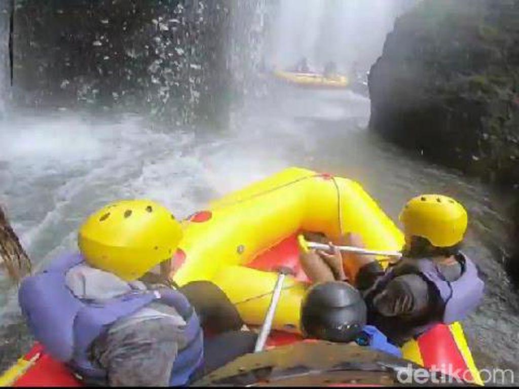 Uji Adrenalin Lewat Rafting di Sungai Pekalen Probolinggo