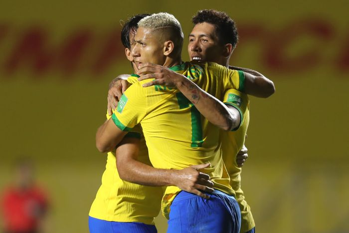 SAO PAULO, BRAZIL - NOVEMBER 13: Roberto Firmino #20 of Brazil celebrates  after scoring the first goal of his team during a match between Brazil and Venezuela as part of South American Qualifiers for World Cup FIFA Qatar 2022 at Morumbi Stadium on November 13, 2020 in Sao Paulo, Brazil. (Photo by Fernando Bizerra-Pool/Getty Images)