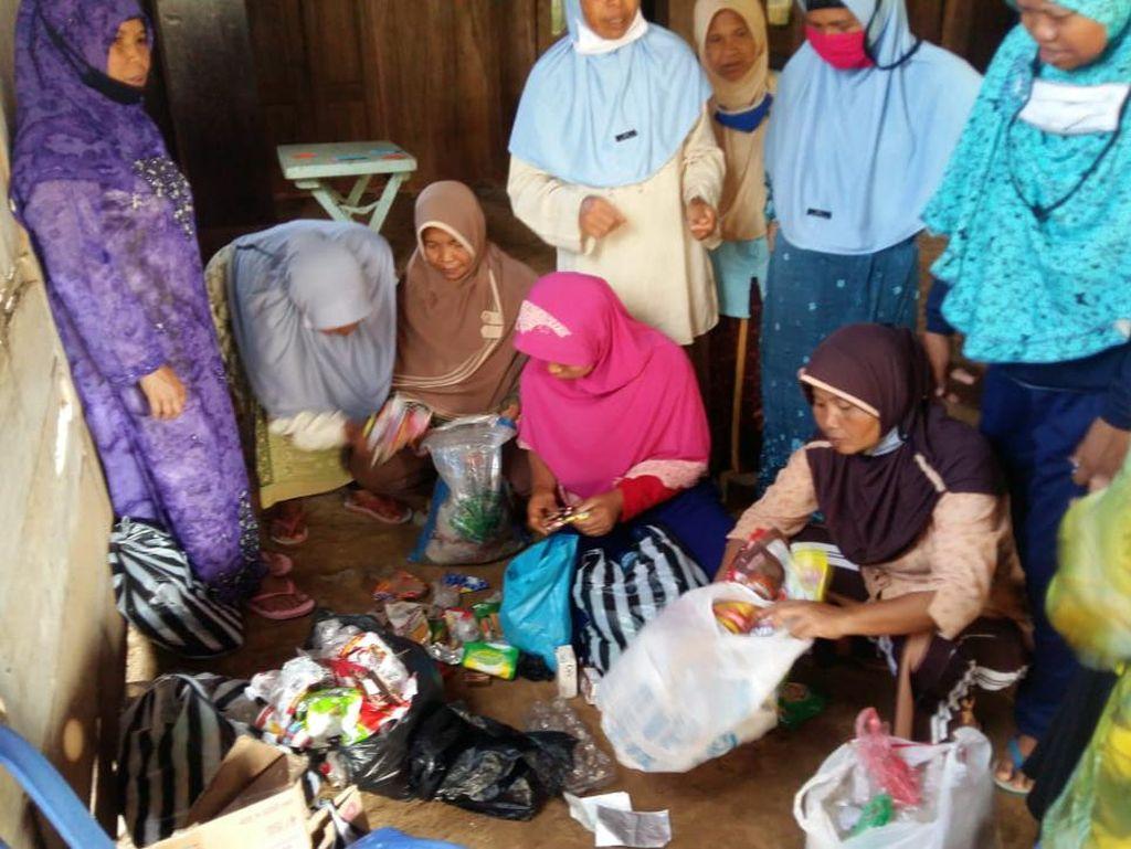 Tabungan Sampah Dorong Santri Lansia di Ponpes Semarang Jadi Mandiri