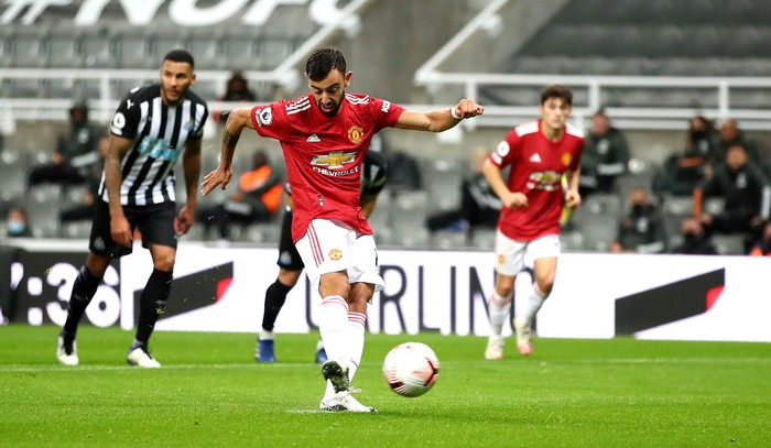 NEWCASTLE UPON TYNE, ENGLAND - OCTOBER 17: Bruno Fernandes of Manchester United takes a penalty and it is saved by Karl Darlow of Newcastle United (not pictured) during the Premier League match between Newcastle United and Manchester United at St. James Park on October 17, 2020 in Newcastle upon Tyne, England. Sporting stadiums around the UK remain under strict restrictions due to the Coronavirus Pandemic as Government social distancing laws prohibit fans inside venues resulting in games being played behind closed doors. (Photo by Alex Pantling/Getty Images)