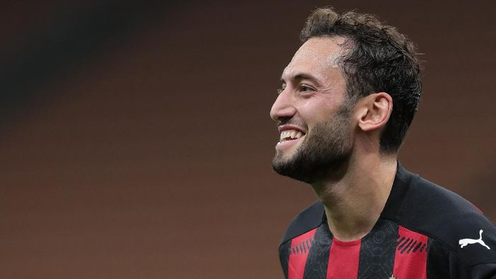 MILAN, ITALY - SEPTEMBER 24:  Hakan Calhanoglu of AC Milan celebrates his second goal during the UEFA Europa League third qualifying round match between AC Milan and Bodo Glimt at Stadio Giuseppe Meazza on September 24, 2020 in Milan, Italy.  (Photo by Emilio Andreoli/Getty Images)