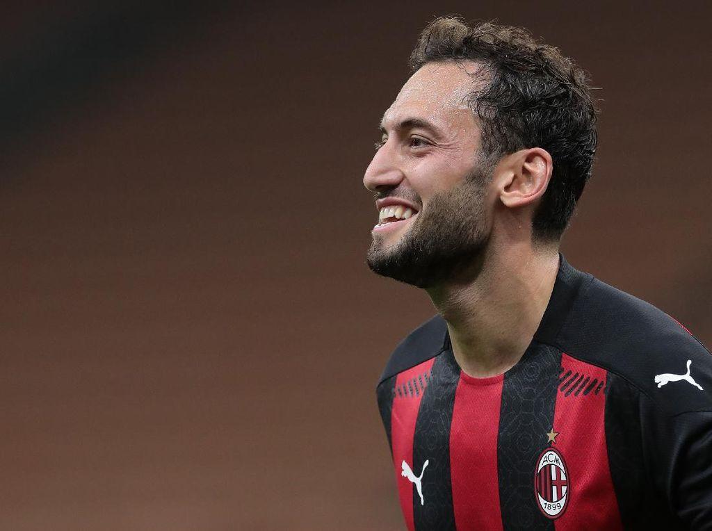 Rumor Transfer: Inter dan Juventus Incar Calhanoglu