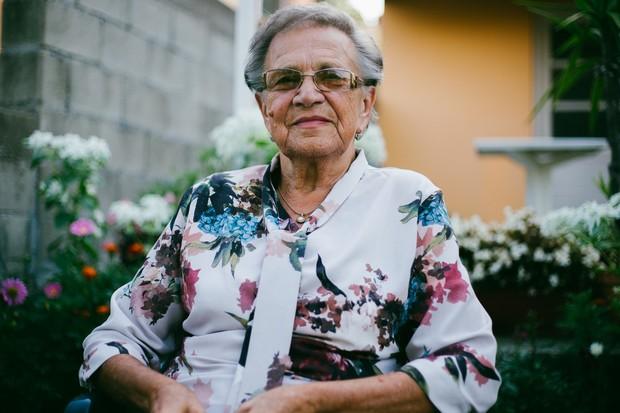Ilustrasi wanita tua