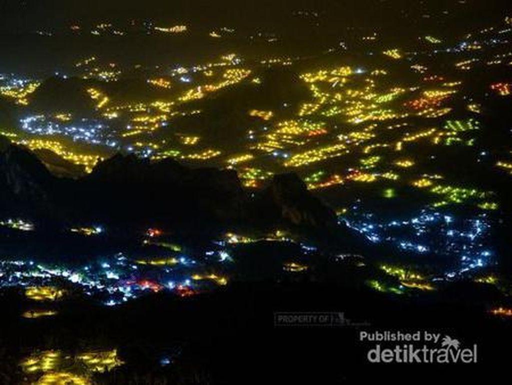 Bak Kunang-kunang, Padahal Ini Lampu Kebun Bawang di Sulawesi Lho