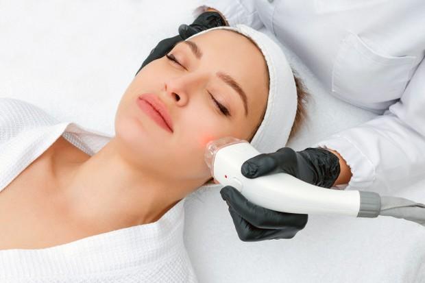 Laser dapat menembus lapisan kulit terdalam guna melakukan perawatan/freepik.com