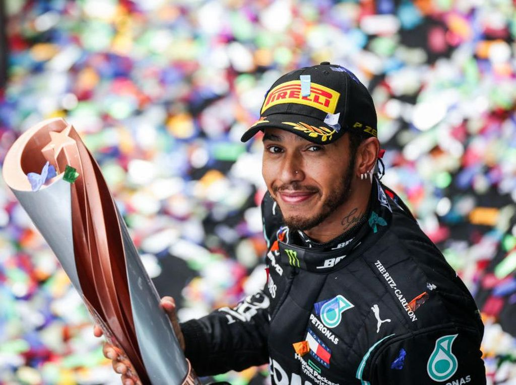 Mercedes Belum Ikat Kontrak Hamilton, Bakal Pisah di F1 2021?