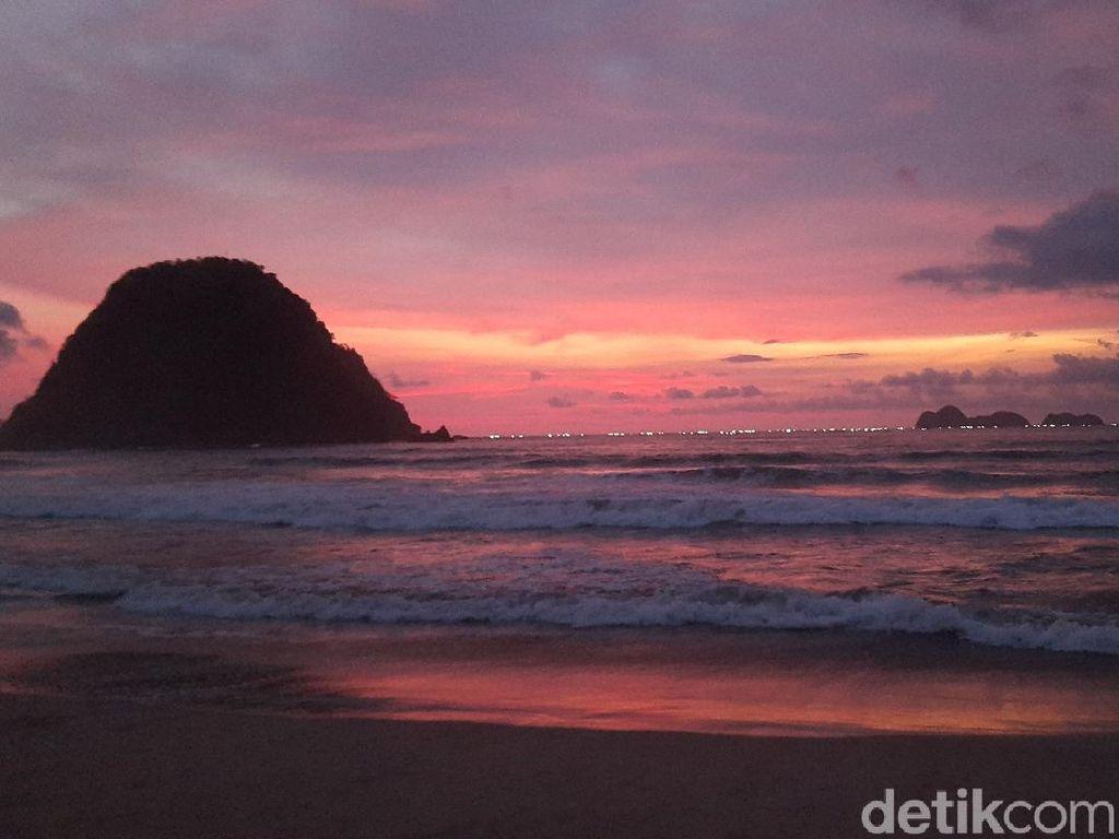 Pulau Merah Banyuwangi, Indah dan Asyik untuk Berburu Sunset