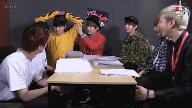 Reaksi RM Terhadap Kelucuan Member BTS/ Foto: Kissasian
