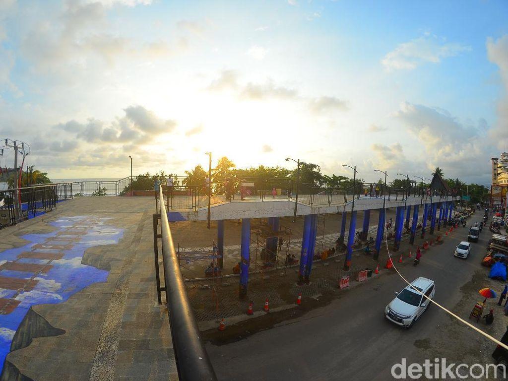 Skywalk Jadi Spot Foto Hits di Pantai Pangandaran