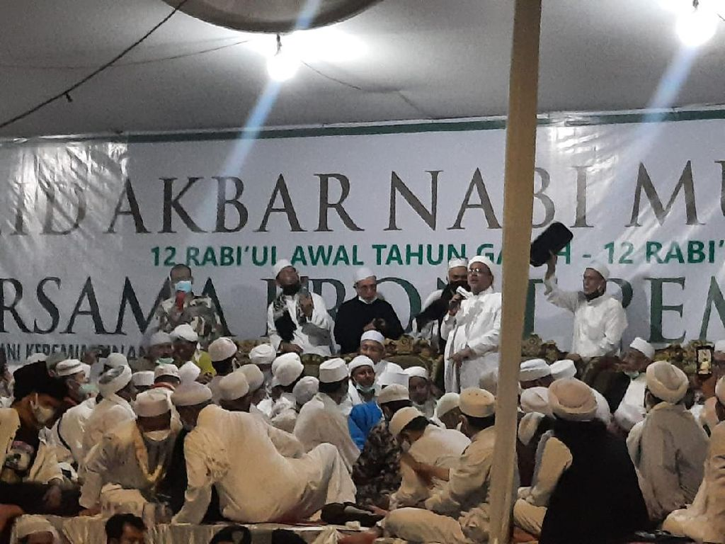 Makin Malam, Massa Hadiri Maulid di Tempat Habib Rizieq Makin Ramai
