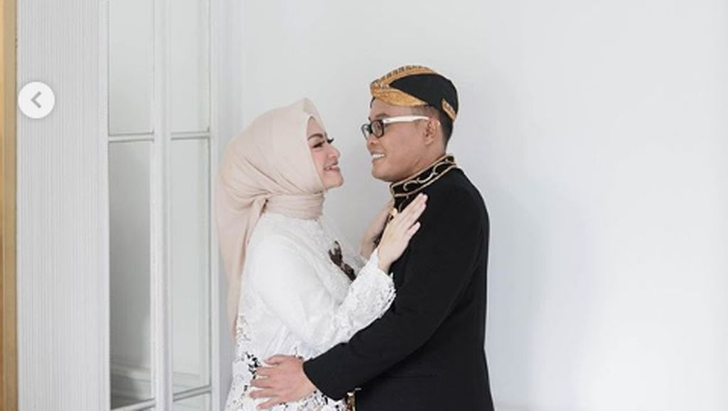 7 Foto Prewedding Sule dan Nathalie Holscher, Saling Tatap Penuh Cinta
