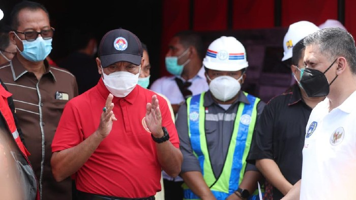 Menpora Zainudin Amali meninjau renovasi Stadion Kapten I Wayan Dipta, Gianyar, Bali, Sabtu (14/11/2020).