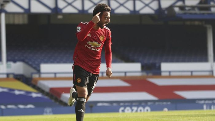Manchester Uniteds Bruno Fernandes celebrates after scoring his sides opening goal during the English Premier League soccer match between Everton and Manchester United at the Goodison Park stadium in Liverpool, England, Saturday, Nov. 7, 2020. (Carl Recine/Pool via AP)