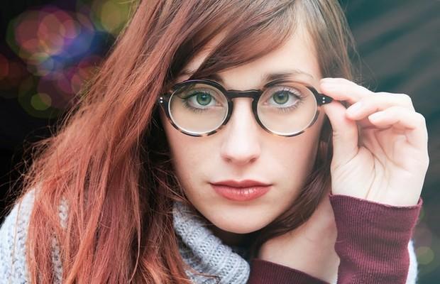 Jangan Memakai dan Melepas Kacamata dengan Satu Tangan/ FotoL Pexels.com