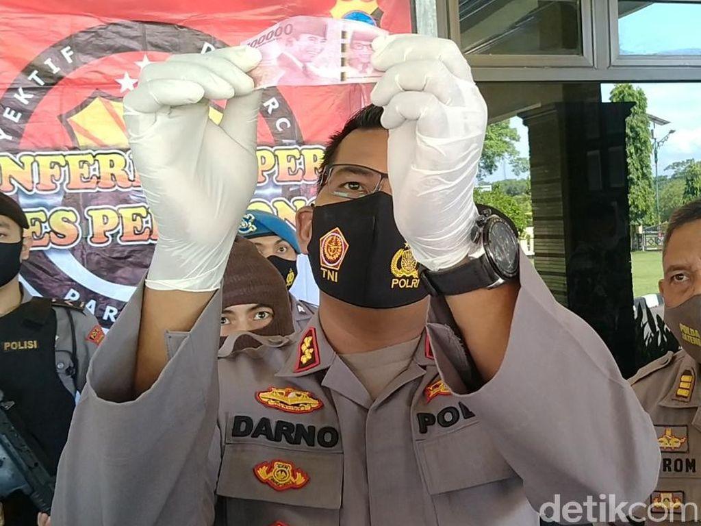 Mahasiswa Penjual Uang Palsu di Medsos Dibekuk Polisi