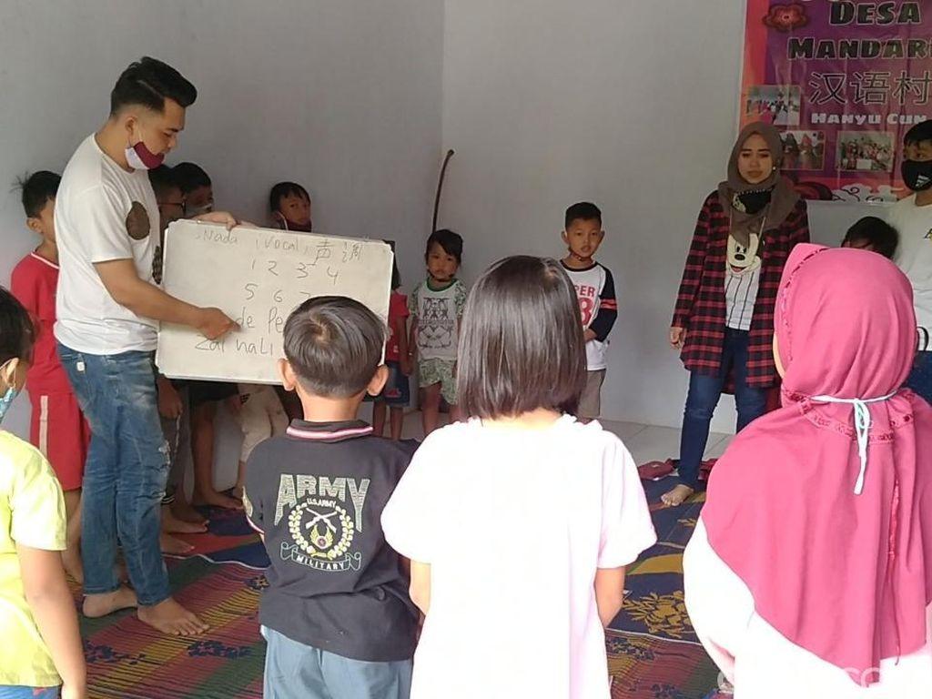 Kisah Pasutri TKI Pulang ke Batang, Ajari Tetangga Bahasa Mandarin Gratis