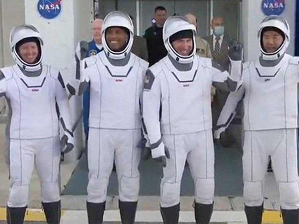 SpaceX Diluncurkan, Apa yang Dilakukan Astronot di Stasiun Luar Angkasa?
