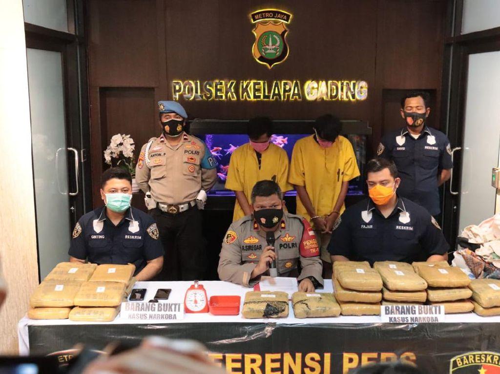 2 Pengedar Narkoba Ditangkap di Jakbar, 23 Kg Ganja Disita