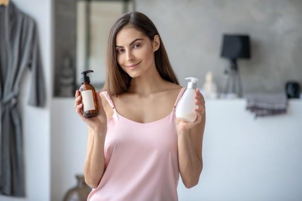 puting kering bisa kamu atasi dengan body lotion mengandung moisturizer/freepik.com