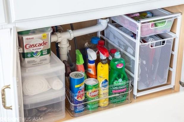 Sebelum membuang barang ke tempat sampah, pikirikan terlebih dulu apa barang bisa digunakan kembali.