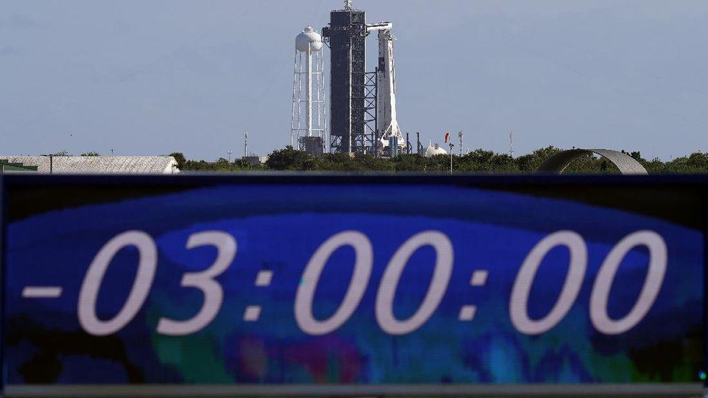Detik-detik Roket SpaceX Terbangkan 4 Astronaut ke Antariksa