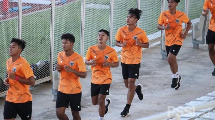 Timnas Indonesia U-19 mulai latihan di lapangan lagi.