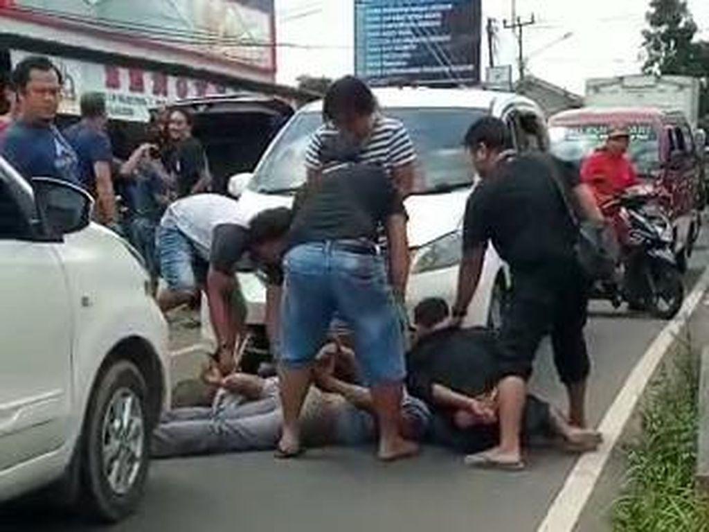 Viral Gerombolan Ditangkap di Tengah Jalan Ternyata Rampok di Blora