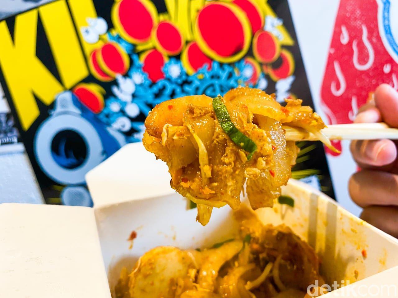 Wok Eat Out : Menikmati Mie Nunchaku di Restoran China Kekinian