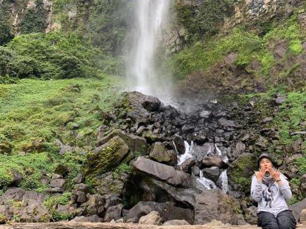 Bertualang ke Air Terjun Tertinggi di Subang Curug Cileat