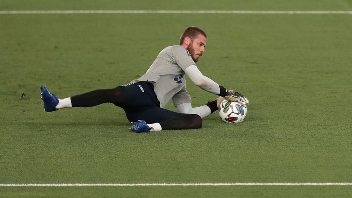 MADRID, SPAIN - SEPTEMBER 06: Goalkeeper David de Gea of Spain warms up before the UEFA Nations League group stage match between Spain and Ukraine at Estadio Alfredo Di Stefano on September 06, 2020 in Madrid, Spain. (Photo by Gonzalo Arroyo Moreno/Getty Images)