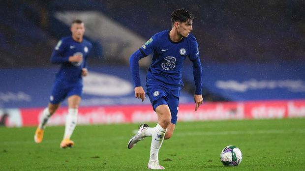 Chelsea's Kai Havertz, right, controls the ball during the English League Cup third round soccer match between Chelsea and Barnsley at Stamford Bridge in London, Wednesday, Sept. 23, 2020. (AP Photo/Neil Hall)