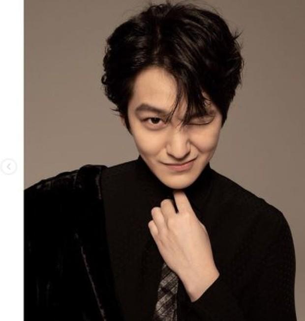 Kim Boem tampak awet muda dengan lesung pipinya