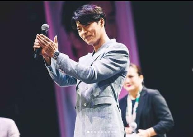 Hyun Bin dengan lesung pipinya