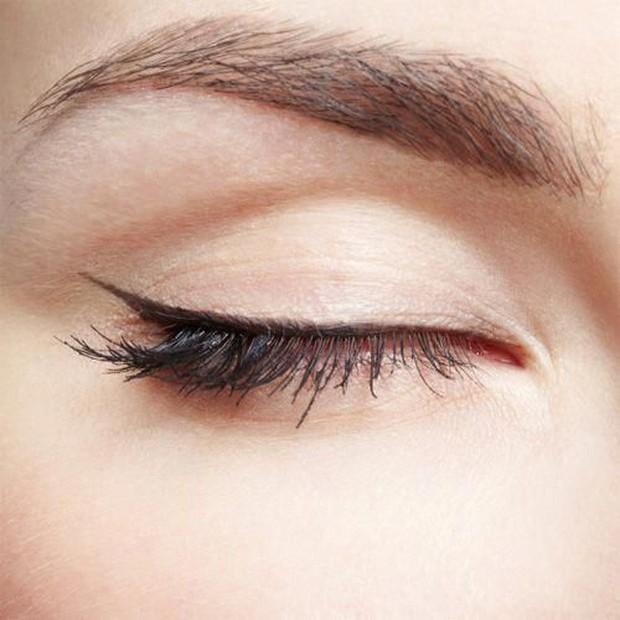 Begini cara membuat eyeliner untuk mata bertudung