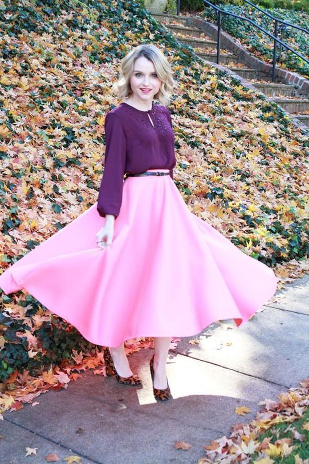Karena warna yang dipakai sudah cerah, tidak perlu menggunakan aksesoris lagi.