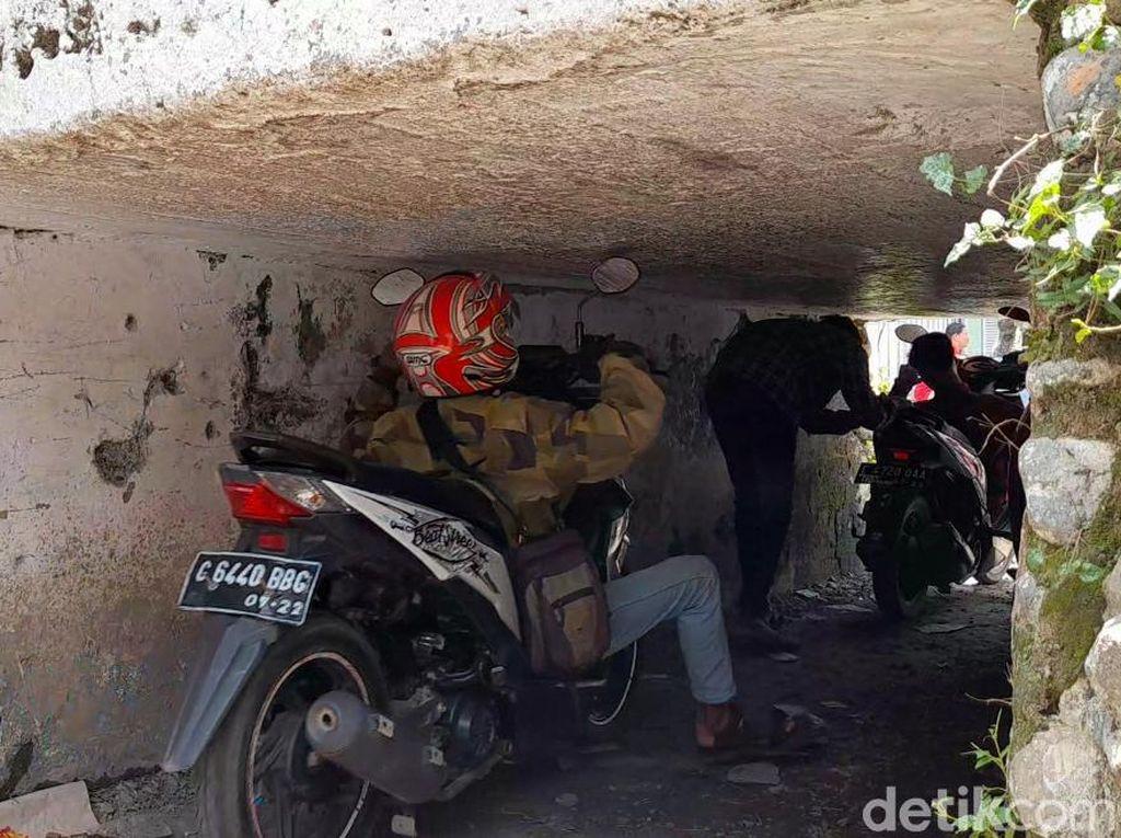 Sakti Bener! Terowongan Ini Bikin Pemotor Sampai Kayang